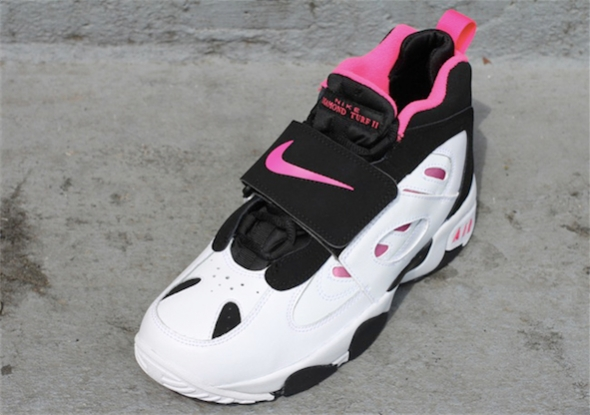 Nike Air Diamond Turf II GS - Black / Pink Flash - White