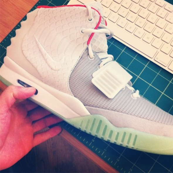 Nike Air Yeezy 2 - Wolf Grey / Pure Platinum